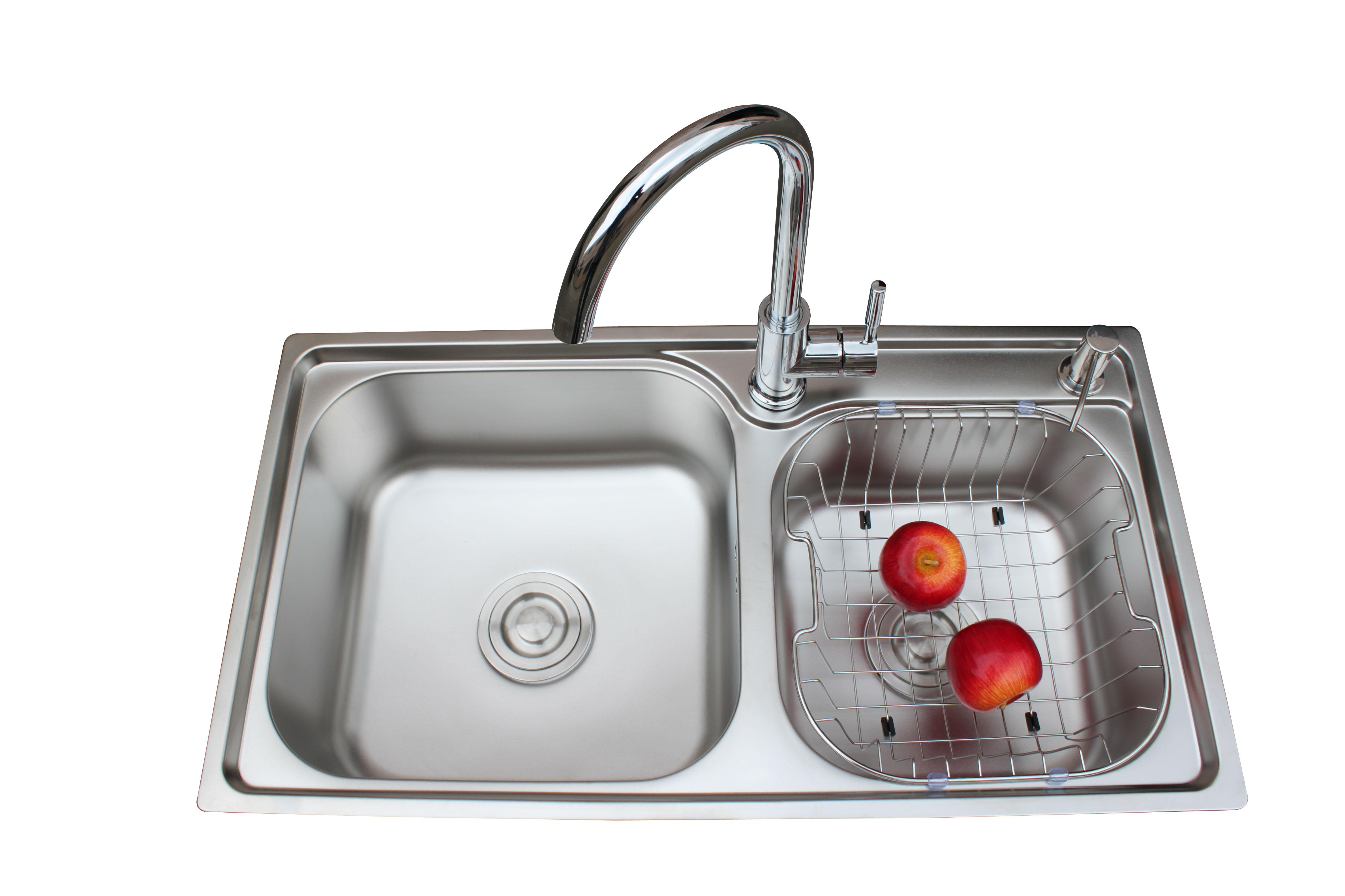 如果装修好了厨房,最后就要是固定菜盆和冷热水龙头了,那么要怎么安装才好呢?桓迪水龙头厂家来给大家讲解一下吧。  1.准备工作。 首先,要给即将安装的洗菜盆留出一定的位置,每个家庭所选的洗菜盆的款式都会有一些差异,因此台面上所留出的洗菜盆位置应该和洗菜盆的体积相吻合。应该把洗菜盆的尺寸告知厨具公司或施工队,以免因为尺寸不合适而重新返工。 2.龙头安装。 安装洗菜盆之前,应该把水龙头和进水管都安装完毕。安装水龙头时,不仅要求安装牢固,而且连接处也不能出现渗水的现象。在选购龙头时,要注意安装所需要的固定配件最好